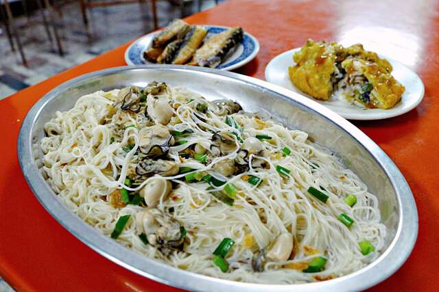 Longshan Ah Zong and Oyster Vermicelli